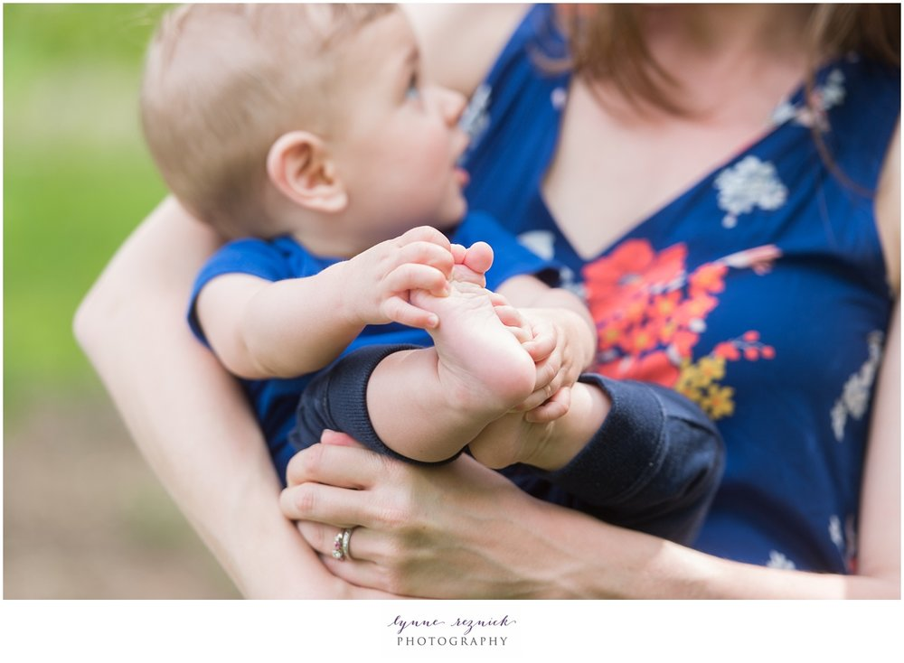 lifestyle family photo shoot at Arnold Arboretum in the spring