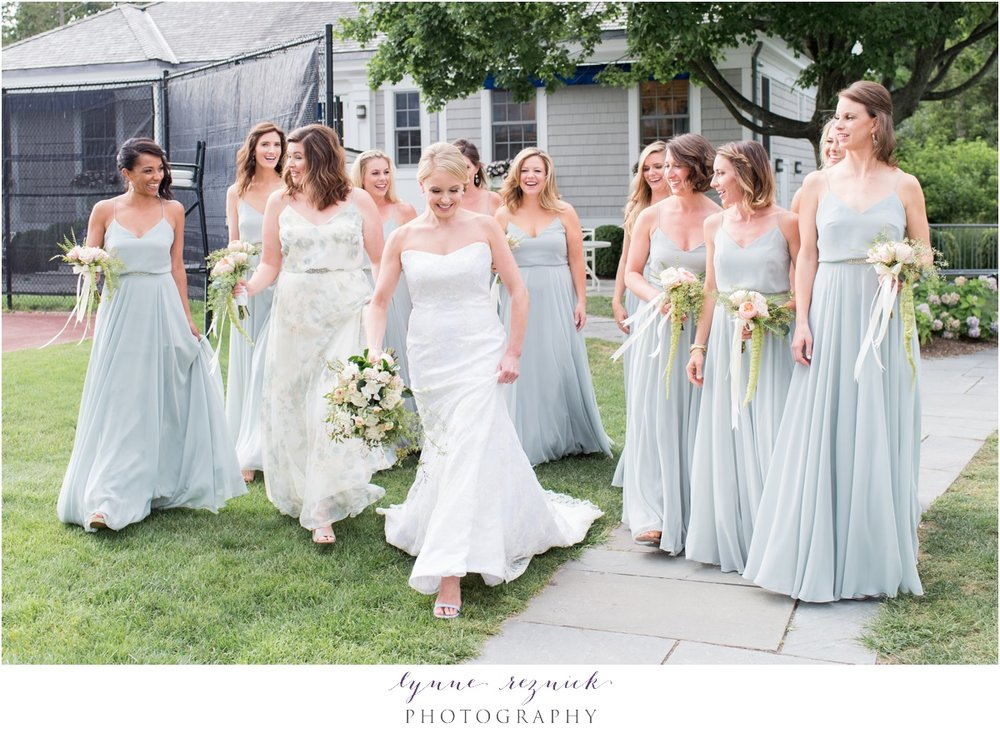 chic bride and her bridesmaids for seafoam and peach belle haven club wedding