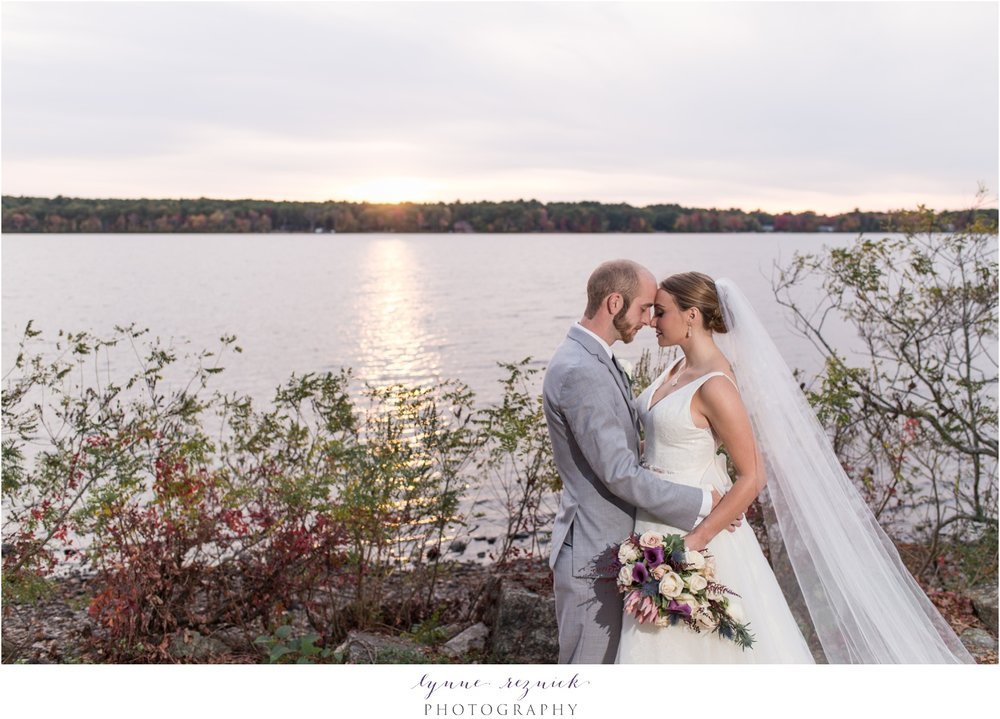 lakefront photos of bride and groom at saphire estate fall wedding