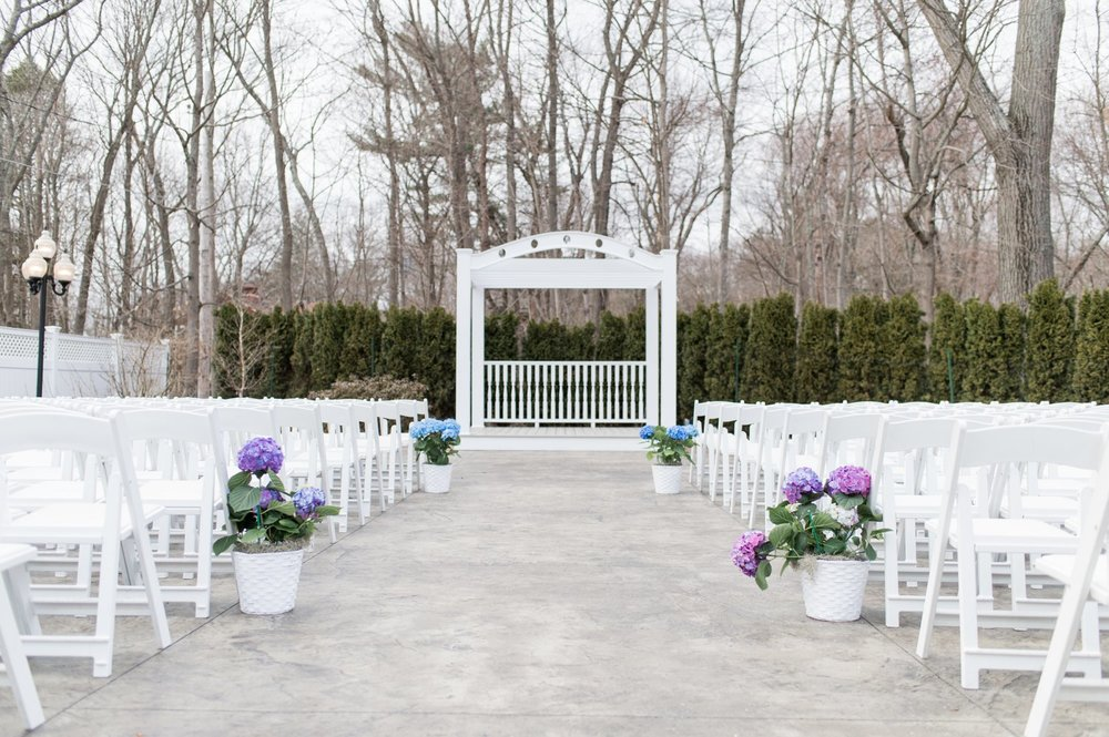 saphire estate spring wedding ceremony venue with hydrangea