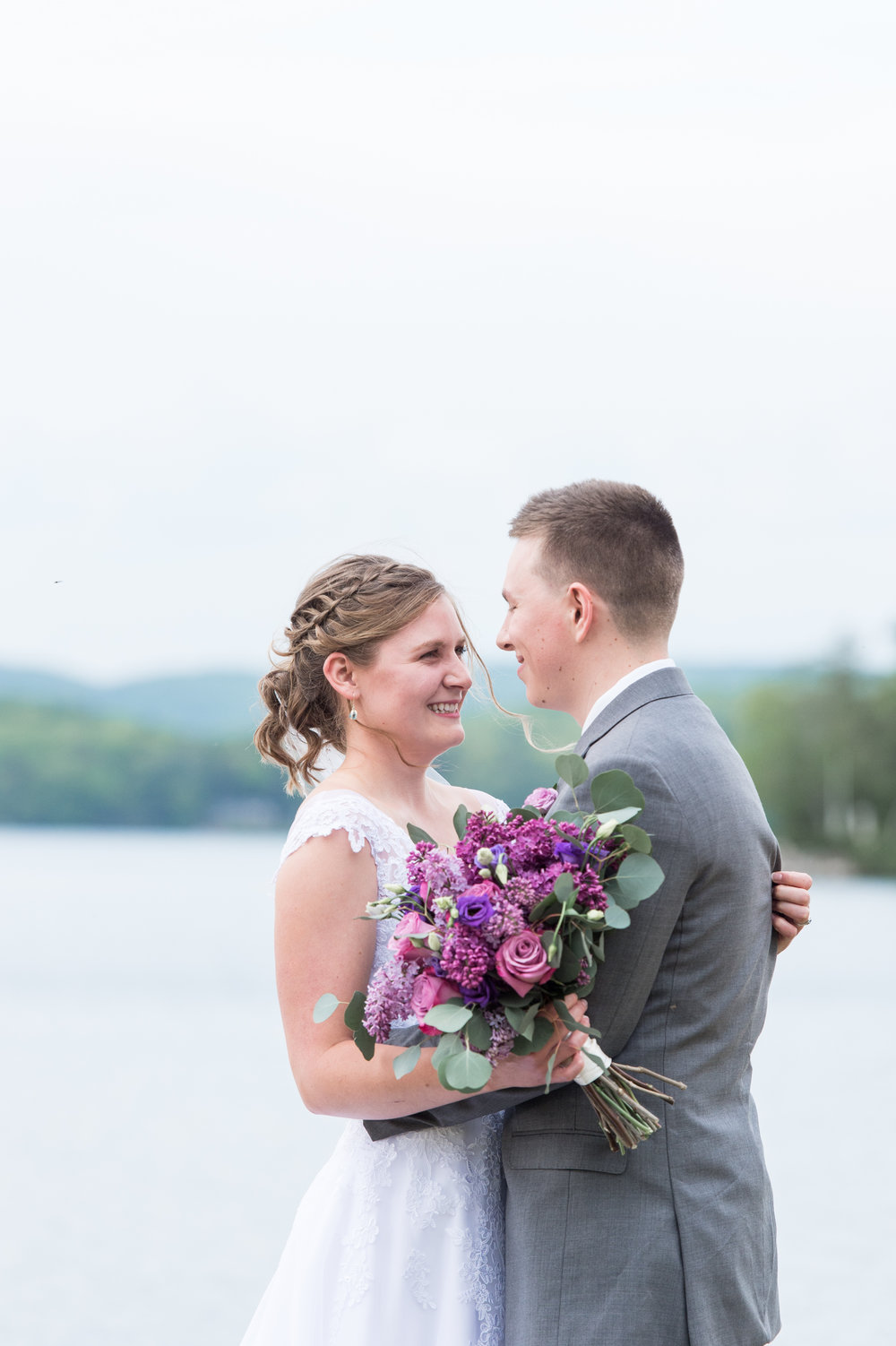 bride and groom wedding photos at Lake Spofford