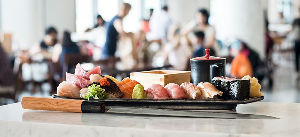 blue_ribbon_sushi_bar_carousel_01.jpg