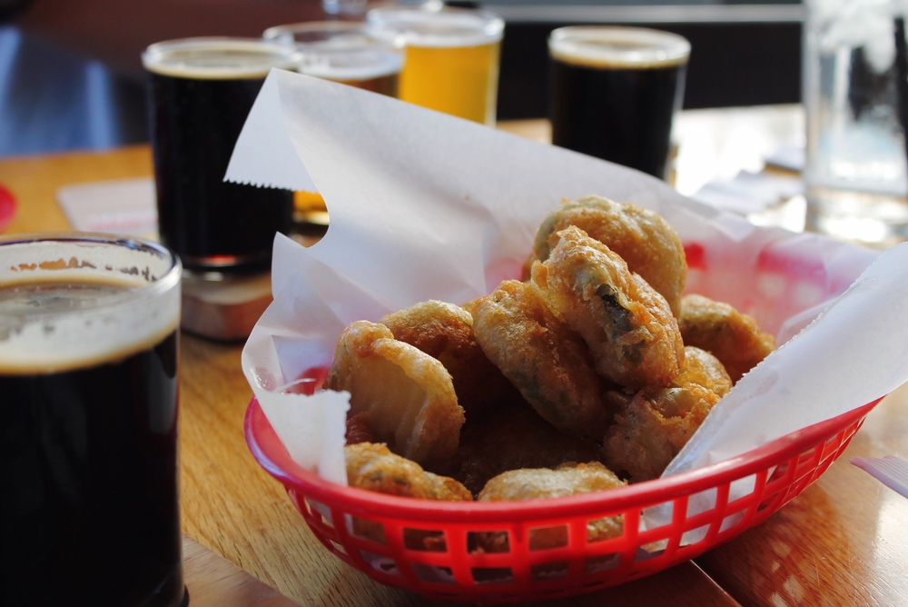 ©tigerrulezzz photography Fried Pickles and a flight