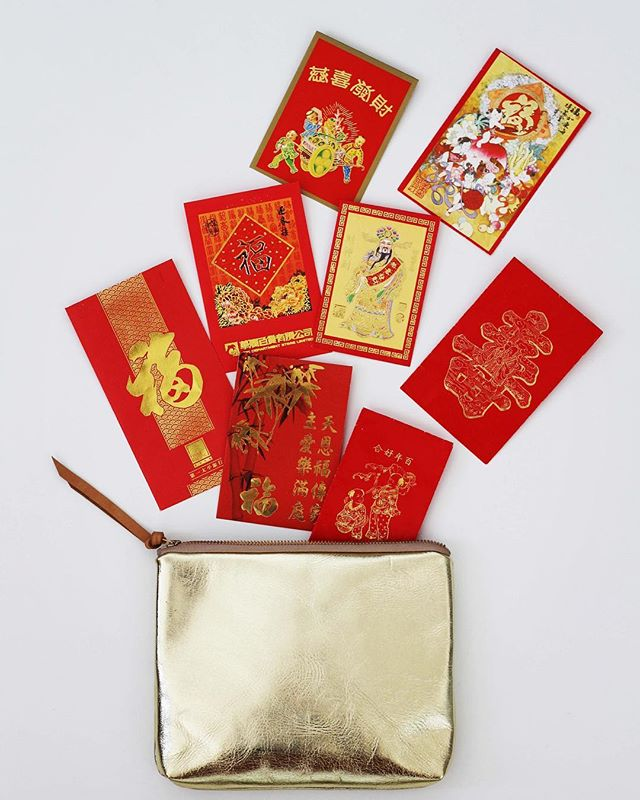 💥💥Kung Hei Fat Choi💥 💥Plenty of 'Lai see' and 'hóngbāo' (red envelopes). They are not just bright and beautiful, these are filled with money that are nice and crispy - This symbolise good wishes and luck for the new year ahead warding off evil spirits. Defiantly got the right size bag to fit them all in and plenty more. Ten days of celebration. ✌🏼😝 Wishing you all happiness, prosperity and longevity.  #chinesenewyear #lunarnewyear2018 #culture #tradition #asia #redenvelopes #laisee #red #gold #metallic #bright #casualstyle #bestwishes #celebrations #handmade #madeinengland #leathergoods #makersmovement
