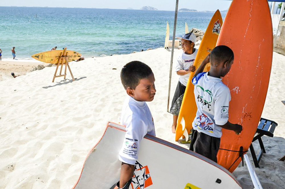 Kids from Rocinha Surf School © Helmut Kleinsorgen