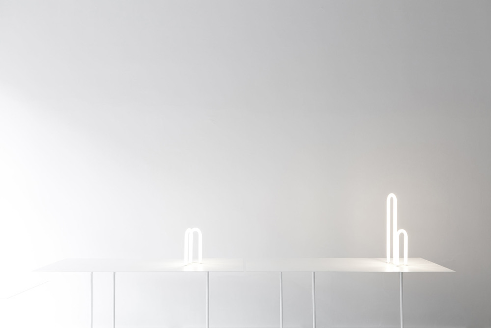GLOWING PAPER TABLE, PROTOTYPE  LOOKING FOR MANUFACTURER    POWDER COATED STEEL TOP 3MM  POWDER COATED METAL TUBE LEGS 20MM  FLUORESCENT LIGHT TUBES