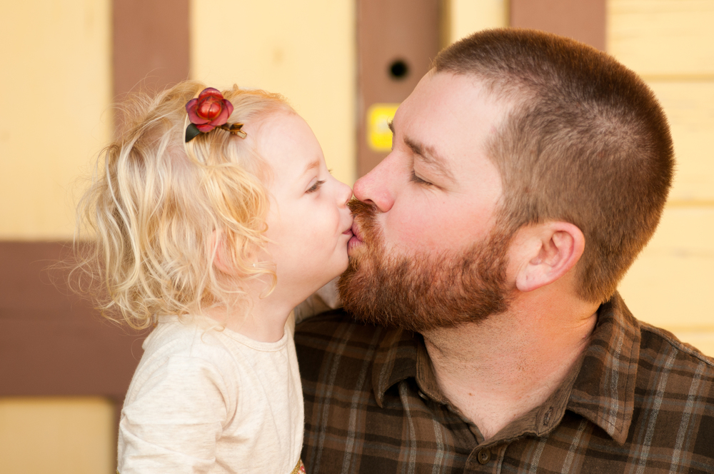 daddy kisses! Family Photos - www.MarcelAlainPhotograpy.com