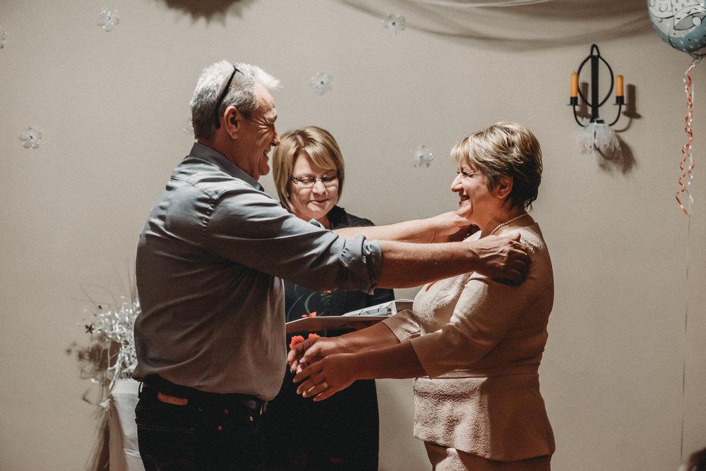 Nicola_Reiersen_Photography_Intimate_Home_Wedding (32).jpg