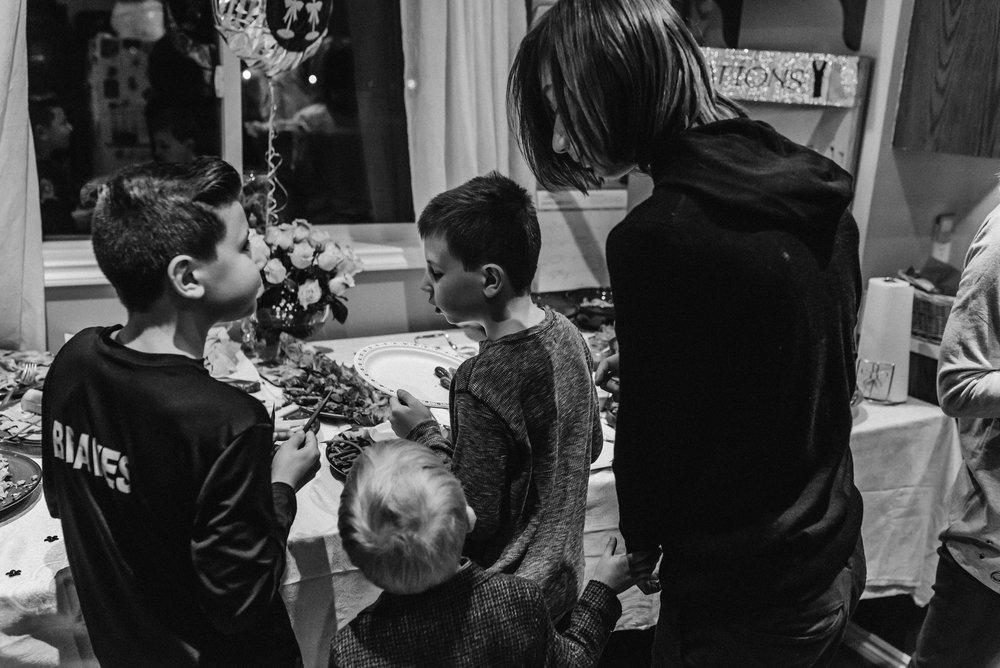 Nicola_Reiersen_Photography_Black_and_White_Home_Wedding (4).jpg