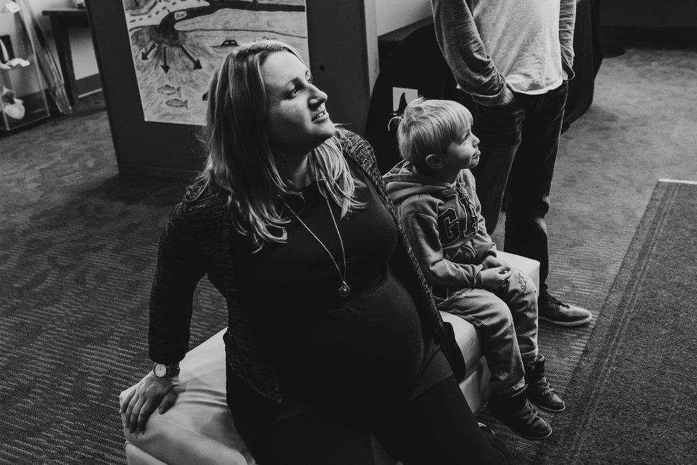 Nicola_Reiersen_Photography_Victoria_BC_Aquarium_Maternity_Session (189).jpg