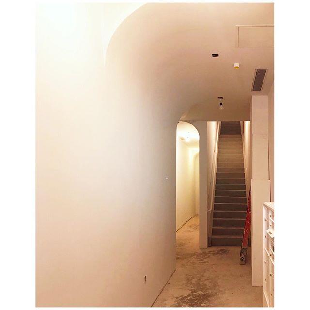 Tight, winding and narrow corridors? #putacurveonit #theascension . . . . . . #drywall #stairwaytoheaven #architecture #drywallphenomena #tricksareforkids #residential #lobby #mailboxesintheframe #whodatis #bvrulez