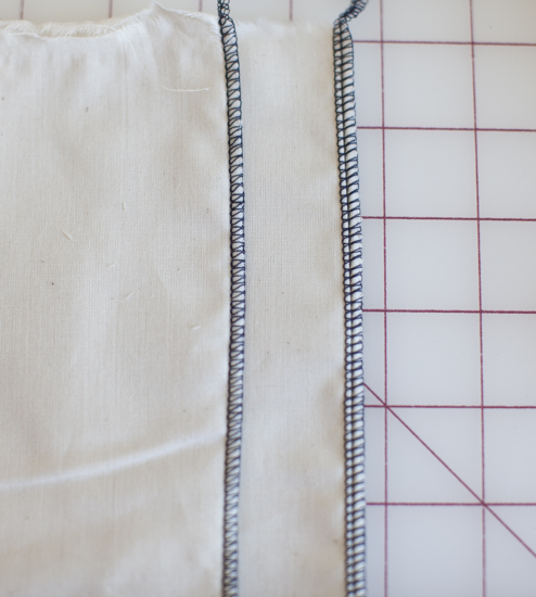 Left: 3-thread overlock stitch; Right: 4-thread overlock stitch