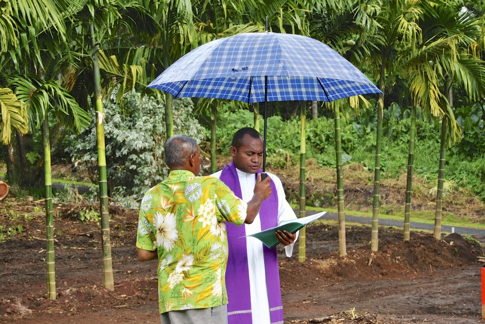 Father Petro Eparama Matairatu blessing the project site.