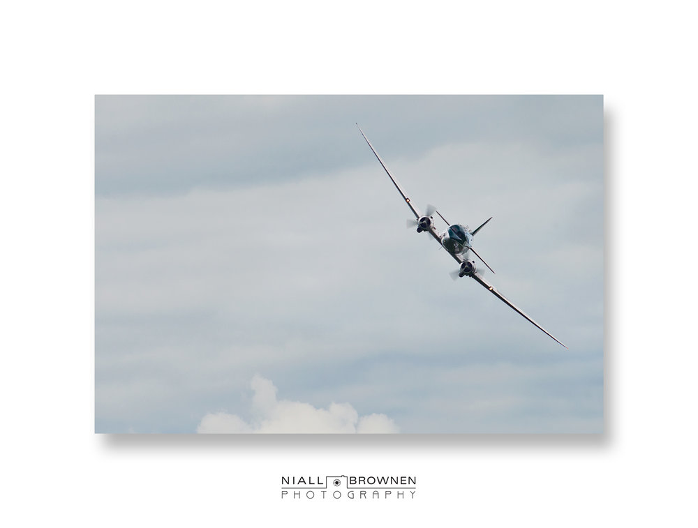 Douglas DC-3 Banking.jpg