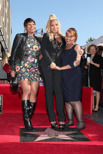 Mary+J+Blige+Mary+J+Blige+Honored+Star+Hollywood+VdMjlqq-udRl.jpg