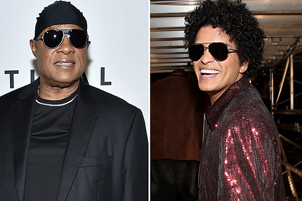 Stevie-Wonder-Stands-With-Bruno-Mars.jpg