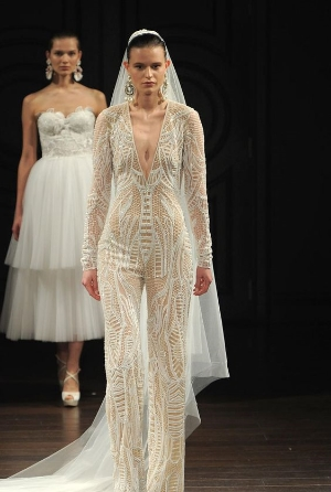 Naeem Khan Spring 2017 Bridal Collection    A look at the embroidered and elegant collection, direct from the fashion runways.