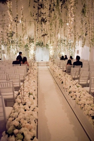 21 Fabulous Winter Wedding Ideas. Getting married in the winter does not have to be something that you do not consider. Take a look at these fantastic ideas.
