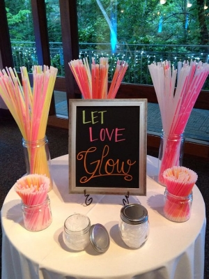 27 Impossibly Fun Ways To Entertain Kids At Your Wedding.    If you are not excluding children from your wedding day here are some ideas to keep them busy.