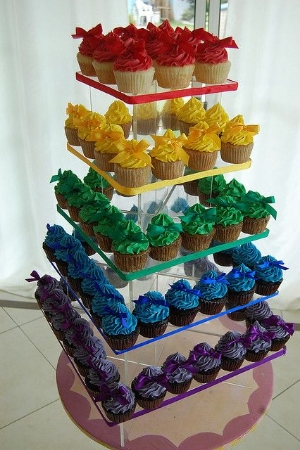 Rainbow Cupcakes for your Wedding. Beautiful and unique idea for your wedding cake or dessert stand.