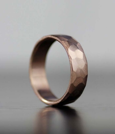 10 Unique Wedding Bands for your Groom