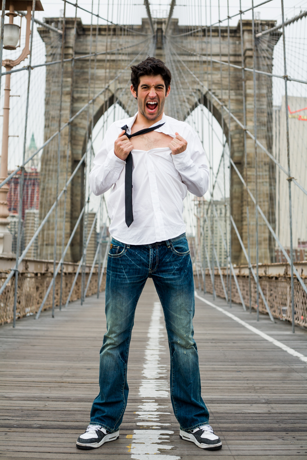 Man_screaming_on_BrooklynBridge.jpg