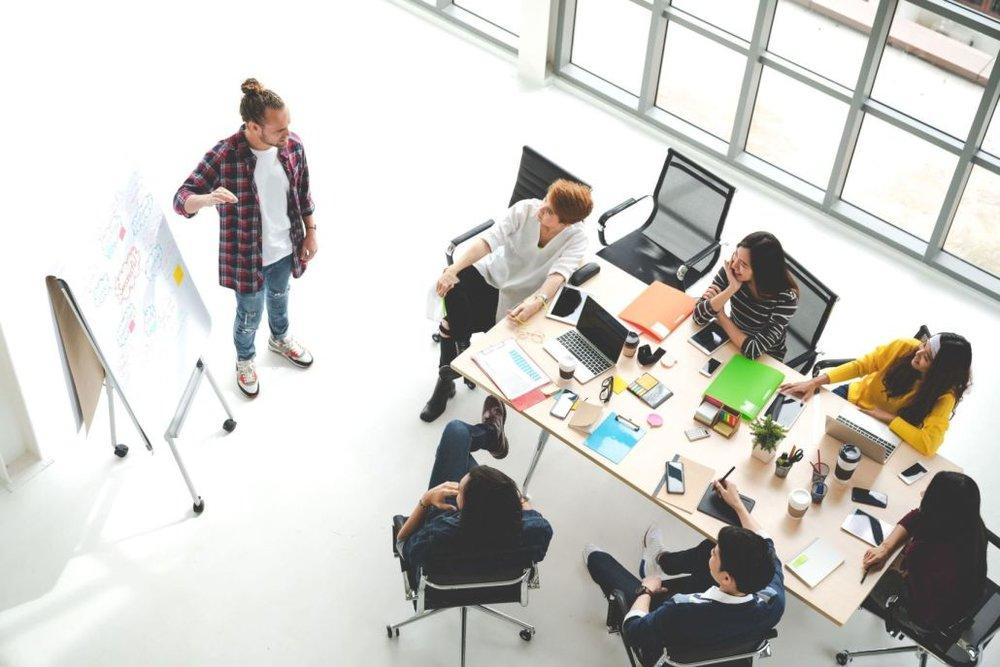 Kleine Gruppen  Bei max. 12 Teilnehmern lernt Ihr in persönlicher Atmosphäre. Die Referentinnen und Referenten können individuell auf Eure Fragen eingehen, um einen maximalen Lerneffekt zu erzielen.