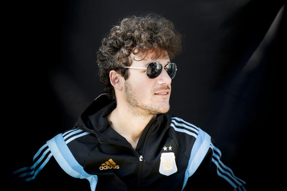 O cabelo, uma das principais assinaturas, inspirava os torcedores.   Messi