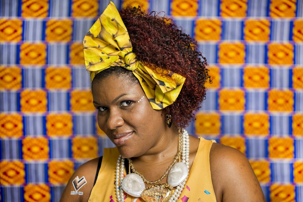 Pensando em subverter a imagem dessa realidade preconceituosa e estereotipada, produzi um ensaio fotográfico que valoriza a mulher, afirma sua beleza e a sua origem africana.
