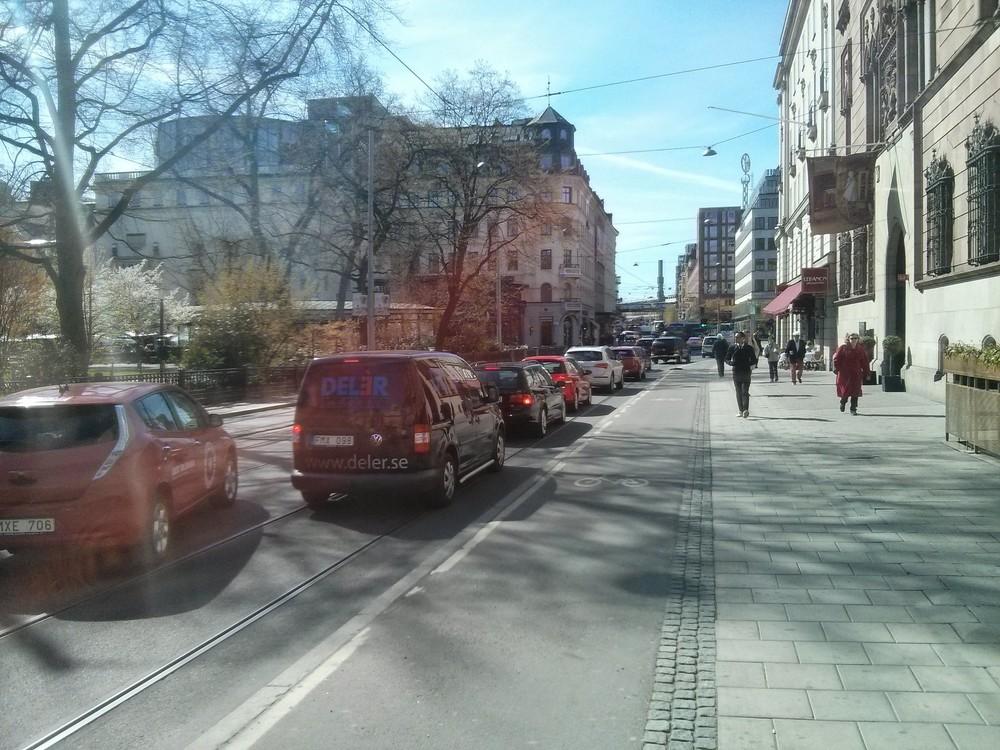 Separated bike lane in Hamngatam