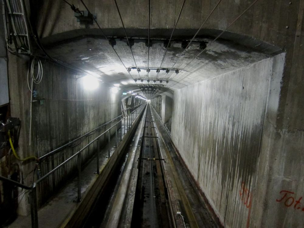 Going down. The 230m tunnel connects Liljeholmen to Nybohovsberget, Photo: James Thoem.
