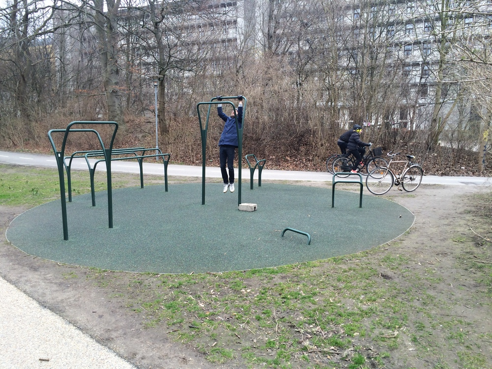 Outdoor gym in Copenhagen: simple, cheap and effective.