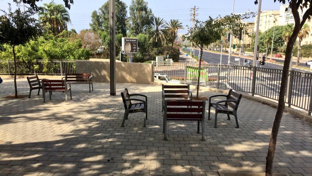 Benchwashing in Tel Aviv, Israel. Picture by Lior Steinberg.
