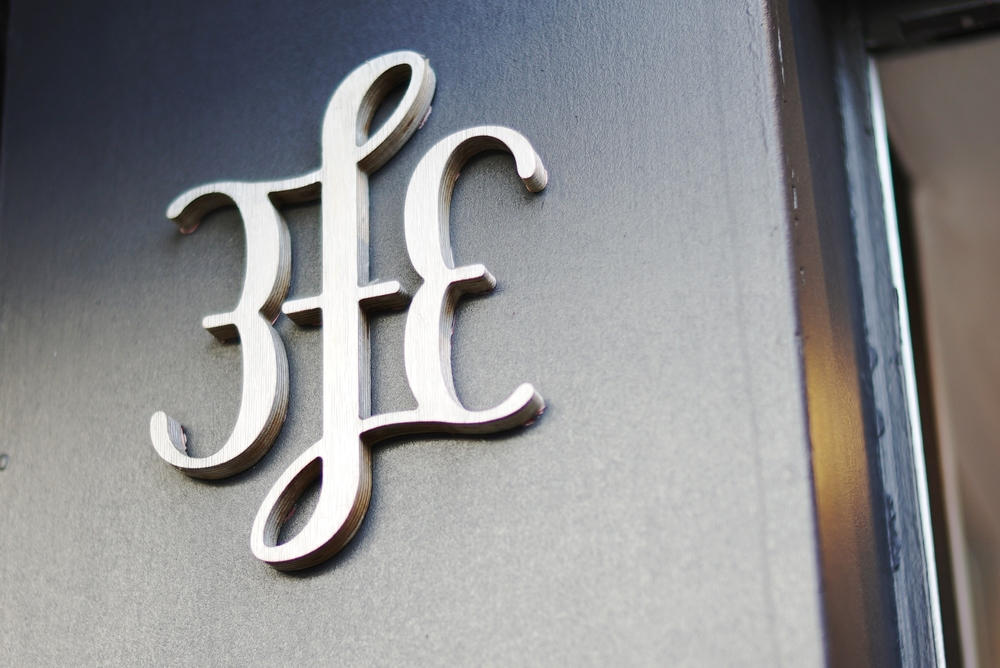 3fe's logo outside their flagship store on Grand Canal street. © dandalker | CHALAIT