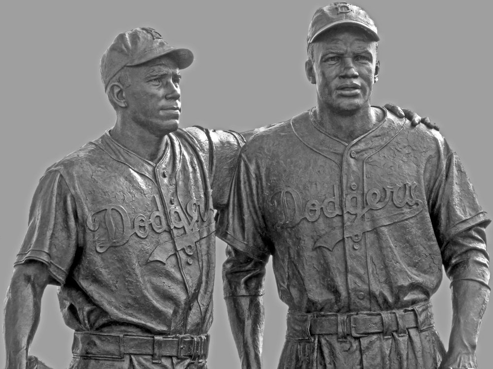 jackie_robinson_pee_wee_reese_statue_by_pd07-d747tpn.jpg