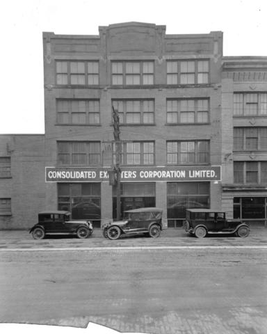 Consolidated Exporters Limited Warehouse (Photograph by Stuart Thomson, 1924. Vancouver City Archives.)