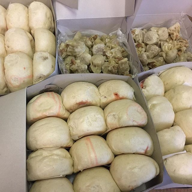 Good to Go! #goodtogo #happymonday #manapua #porkhash #hawaiifoodie #chinatownhi #eat #charhungsut #hawaiisbestkitchens #🐷 #grinds