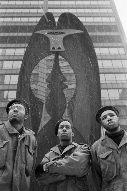 humanoidhistory: Black Panthers and Picasso, Chicago, Illinois, 1969, photo by Hiroji Kubota/Magnum.