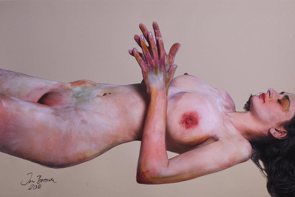 Frau mit betenden Händen