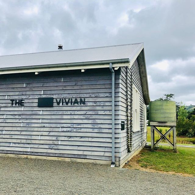 Was in #nz recently and went to a gallery that I enjoyed north of AKL. Would have liked to bring this particular sculpture back me. #tobigforcarryon @theviviangallery