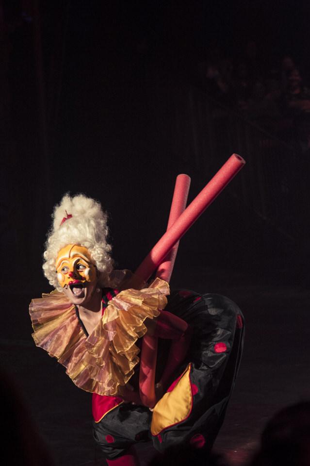 acrobuffos-mandame-pool-noodles-big-apple-circus.jpg