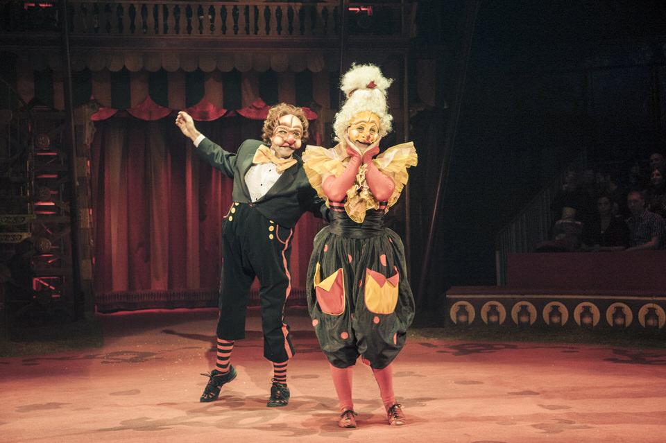 acrobuffos-madame-monsieur-pull-earr-big-apple-circus.jpg