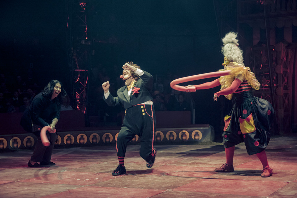 acrobuffos-madame-monsieur-big-apple-circus-audience-fight.jpg