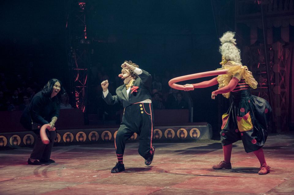 acrobuffos-madame-monsieur-big-apple-circus-audience-fight.jpg