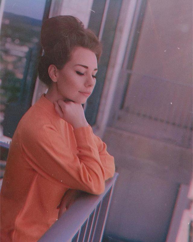 *still believes a sweater is perfect attire for warm, sunny weather* : : : : : : : : : : : : : : : : : #sweaterweather #sunnyday #balcony #vibes #nashville #artist #countrymusic #songwriter #independentartist #vintage #retro #60shair #60sfashion #70sfashion #70sinspired #thriftstorefinds #yellow #gold #orangevibes #yellowvibes #bellbottoms #grainyphoto #gloomy #folkmusic #americana #classiccountry #wednesday #picoftheday