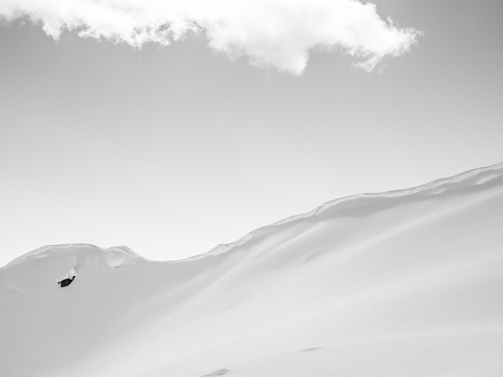 Heli-Skiing-BW1.JPG