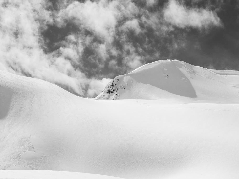 Heli-Skiing-BW5.JPG