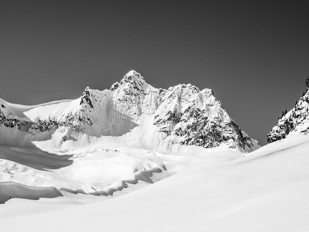 Heli-Skiing-BW6.JPG