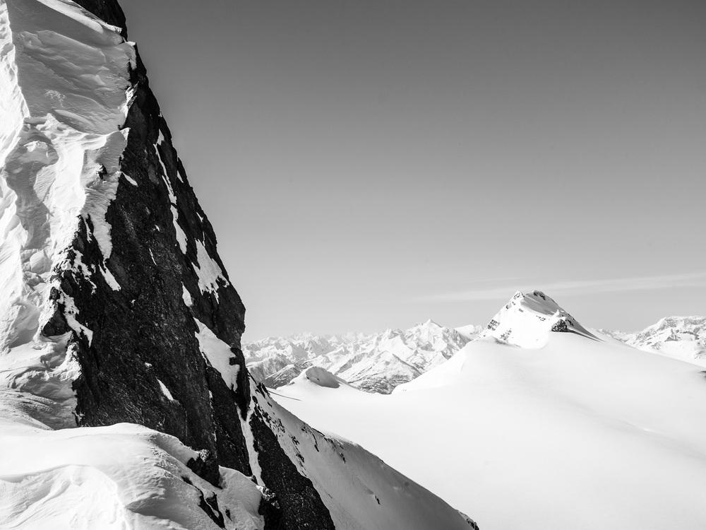 Heli-Skiing-BW8.JPG