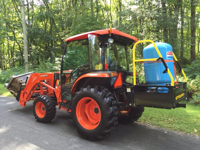 Kubota L3560 Carrying a water heated in the bed of the Bigtoolrack